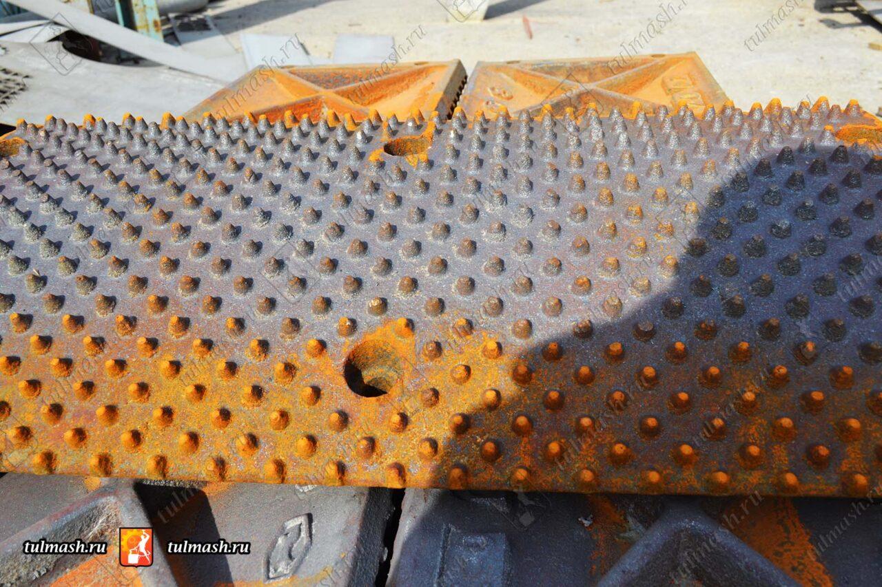 Накладки на валок дробилки ДВЗ 2-800